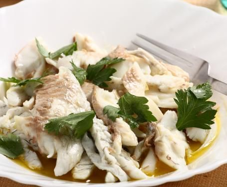 Un modo dietetico e salutare di cucinare il pesce: preparerete un pasto genuino senza dovervi preoccupare delle calorie! Provate il branzino al vapore.