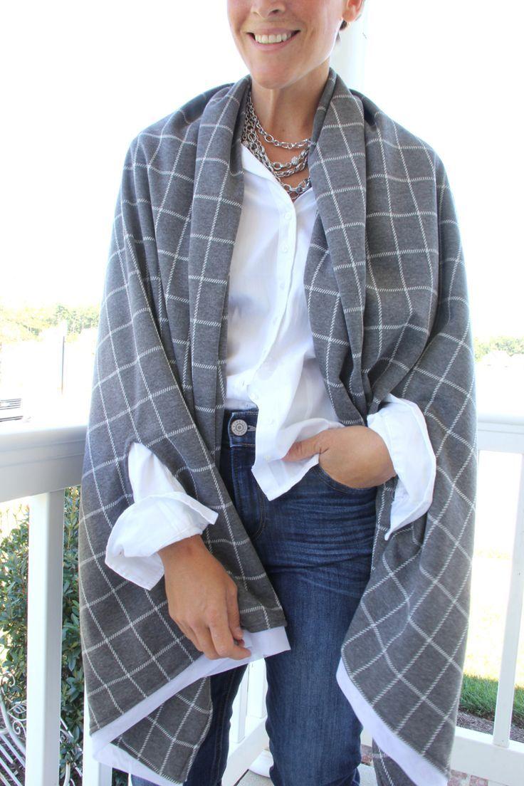 Este chal con mangas te permitirá andar muy cómoda. #chal #diy #costura