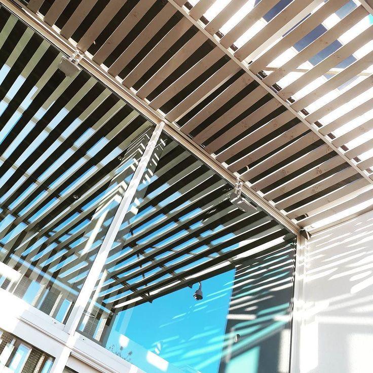 Madera y cielo en Portals Nous.  #minimal #Mallorca #SEMERGENIB17 #odportals #minimalistic #minimalism #simplicity #minimalisdb #stayabstract #photography #symmetry #min #minimalist #minimalove #minimalisbd #instagood #simple #picoftheday #wood #sky #beautiful #minimalismo #minimalista