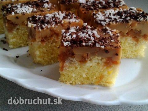 Hrnčekový kokosový koláčik s karamelovým pudingom