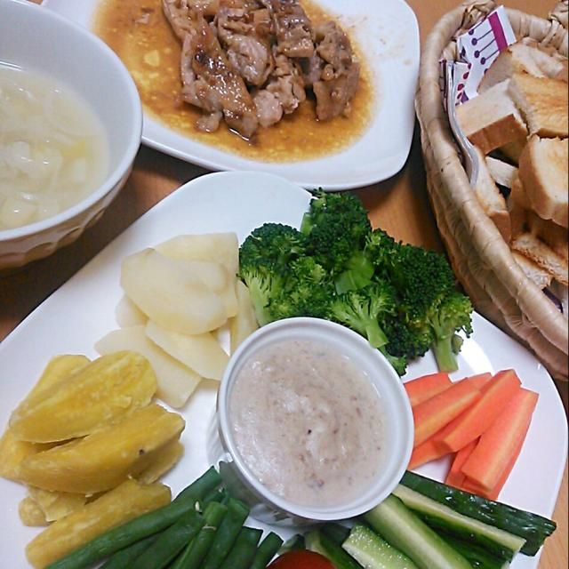 久し振りのバーニャカウダー(≧∀≦) バーニャカウダーにすると、 野菜をたくさん食べてくれるから嬉しい♪  チキンのバターレモン醤油ソテーも、 家族みんな大好き(*^-^*)  ネギ&玉ねぎスープも甘くて、 みんなで美味しく頂きました(*^O^*) - 23件のもぐもぐ - 今日の夕食!バーニャカウダー&チキンのバターレモン醤油ソテー♪ by mkayo