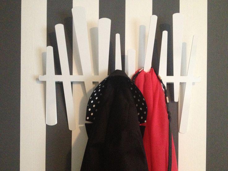 Dit WANDREK heeft een mooie plek gekregen in een slaapkamer in Drenthe. Ook handig te gebruiken als stropdassen rek!