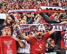LE/final: Vermelho 'ibérico' invade zona circundante ao estádio da Juventus