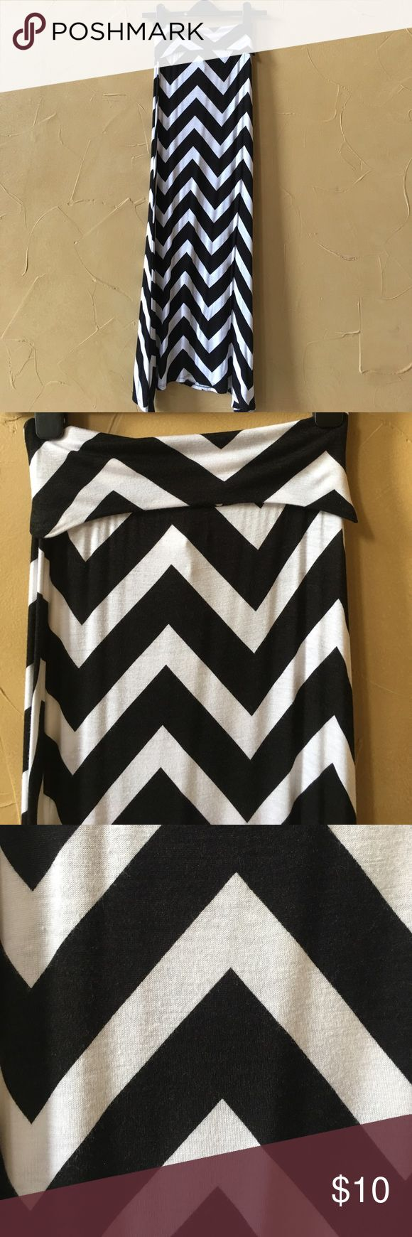 Black and white chevron maxi skirt Black and white fold over waist band chevron black-and-white  Maxi worn 2 times skirt B Envied Skirts Maxi