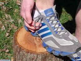 I fori aggiuntivi sulle vostre scarpe da corsa esistono per un valido motivo