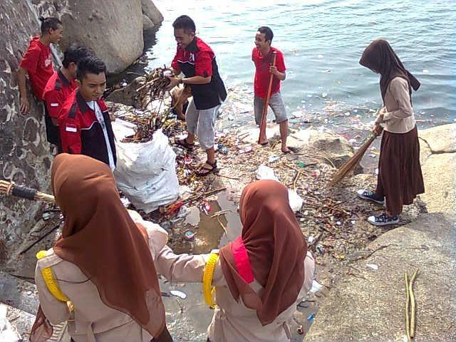 BPK Oi Gorontalo bersih-bersih pantai
