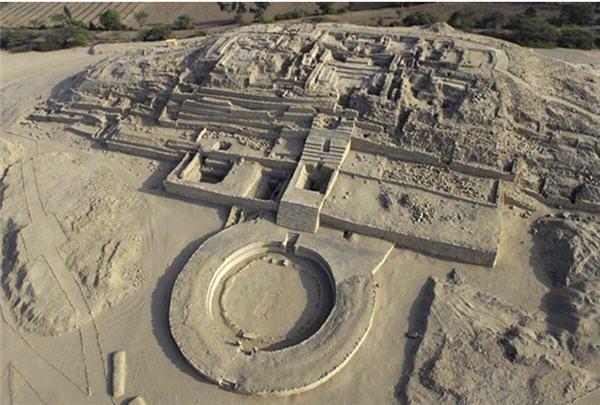 Caral, al norte de Lima, Perú es una de las civilizaciones más antiguas de América