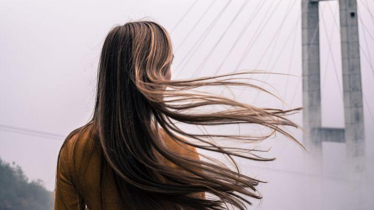 Ciao a tutti! Quando si tratta di capelli ce n'è per tutti i gusti: crespi, piatti, secchi, grassi, sottili o gonfi, chiunque avrà da dire la sua. Nel mio caso, in particolare, si tratta di c…