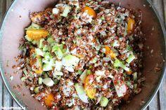 Gezond recept met quinoa en gebakken zalm. Heerlijk low-carb en vol eiwitten. Super voedzaam gerecht om je avond mee af te sluiten.