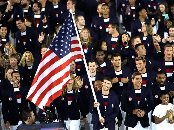 America the Beautiful! Michael Phelps Glows in Light-Up Jacket at He Leads Team USA at Rio Olympics Opening Ceremony…