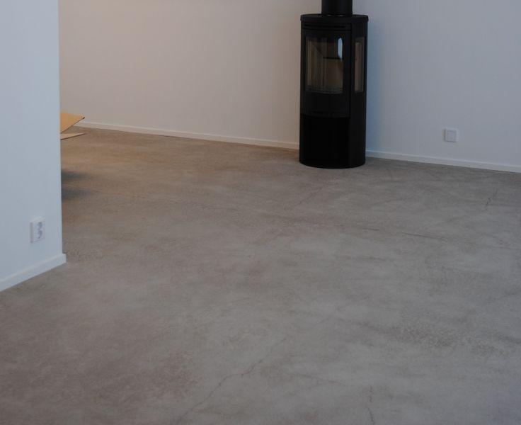 I morgon är det dags för det spännande momentet att impregnera betonggolvet! Vårt betonggolv i köket/vardagsrummet och entrén...