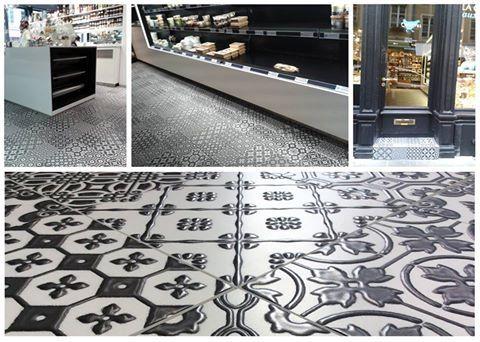 """la nostra collezione Bon Ton Black on White 20x20cm/8""""x8""""  posata nel negozio Cocottes in Lussemburgo. foto di Unica by Target Studio."""