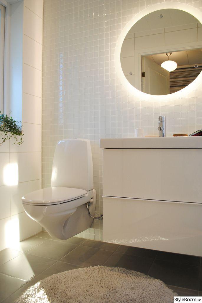 kakel,spegel,vägghängd toalett,glasmosaik,ifö sign,badrum
