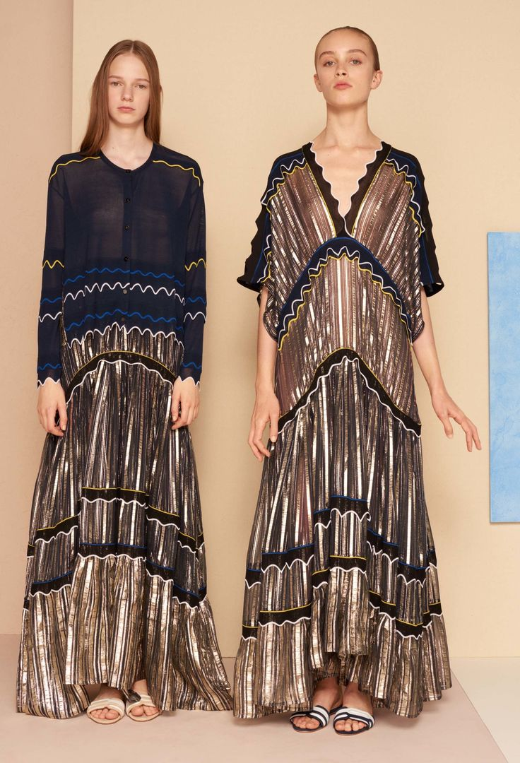 See the complete Peter Pilotto Resort 2017 collection.