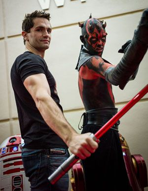 Sam Witwer with a familiarly dressed fan at Star Wars Celebration VI
