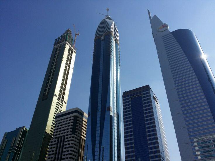 Hoteles en la zona financeria. AWR Tower en la derecha