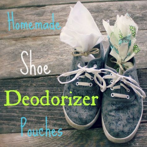 How to make your own little #DIY #homemade #shoe deodorizer sachets.  @homemadeexp