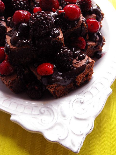 As receitas lá de casa: Quadrados de chocolate com frutos vermelhos