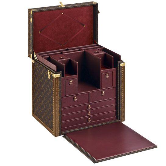 Louis Vuitton ouvre un cabinet d'écriture éphémère http://www.vogue.fr/mode/news-mode/diaporama/louis-vuitton-ouvre-un-cabinet-d-ecriture-ephemere/10744