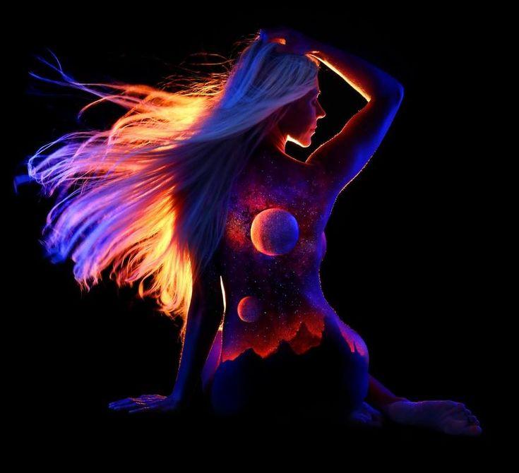 Best Black Light Bodyscapes By Photographer John Poppleton - Amazing black light body art photography john poppleton