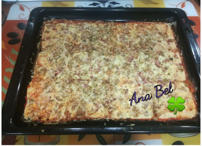 Pizza con  base de coliflor para #Mycook http://www.mycook.es/cocina/receta/pizza-con-base-de-coliflor