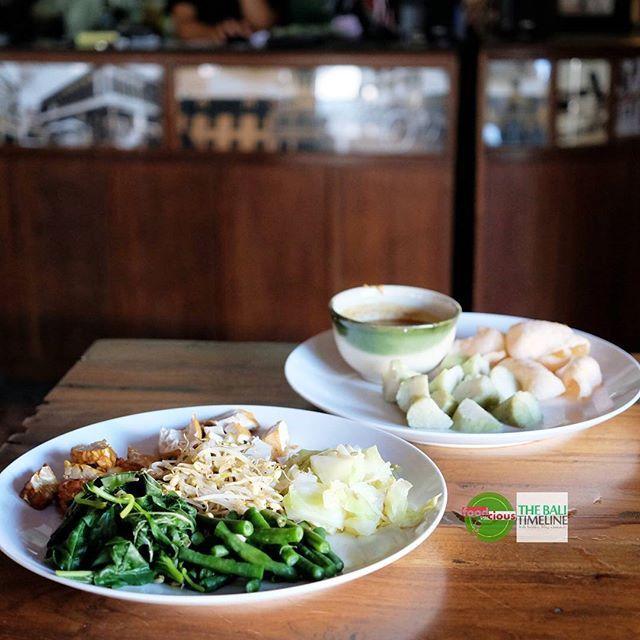 Food Blog Bali  Gado Gado Jakarta salah satu pilihan sehat untuk makan siang dan tetap mengenyangkan dengan rasa yang nikmat.    @warung_batavia Rp 23K  Jl. Yudistira Kunti II. #seminyak    #acmi #gadogado #FeastIndonesia #amazingindonesiafood
