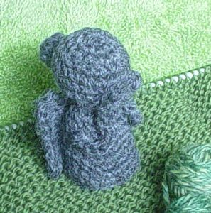 Weeping Angel Statue - Doctor Who Crochet Pattern! Totally want to make this as a toilet roll holder, but i think id be too scared to go to the loo!!!