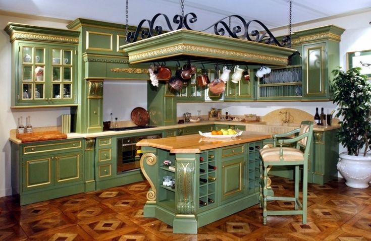Итальянская мебельная компания Francesco Molon создает элитные кухни с элементами барокко, искусной резьбой и богатой позолотой, достойно продолжая стиль дворцовой роскоши.