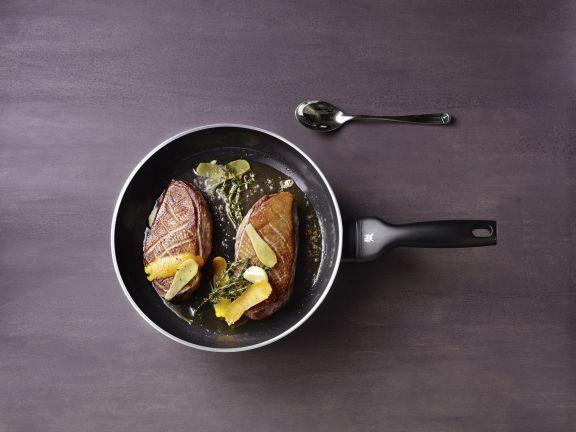 Entenbrust ist ein Rezept mit frischen Zutaten aus der Kategorie Ente. Probieren Sie dieses und weitere Rezepte von EAT SMARTER!