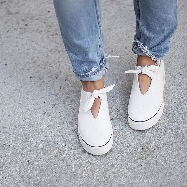 aldo_shoes: Springy Sundays call for fun flatforms. The lovely @juliamateian takes a stroll in her new (and perfectly white) @mishanonoo x #aldorise PINOCCHIO sneakers. #sundayscroll