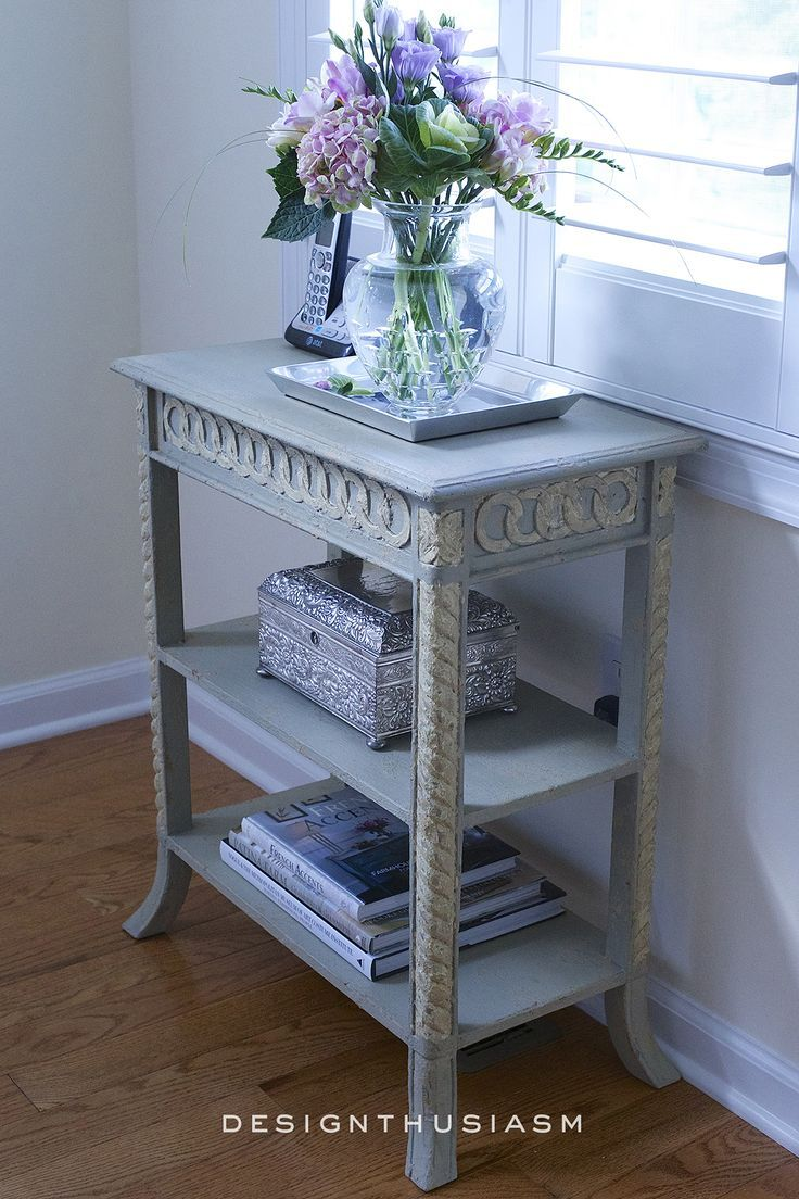 Did you ever need to fit a tiny piece of furniture into a room to serve a specific function? Here's how I chose a pretty accent table for that tiny space in the corner and still had room to walk by | #designthusiasm