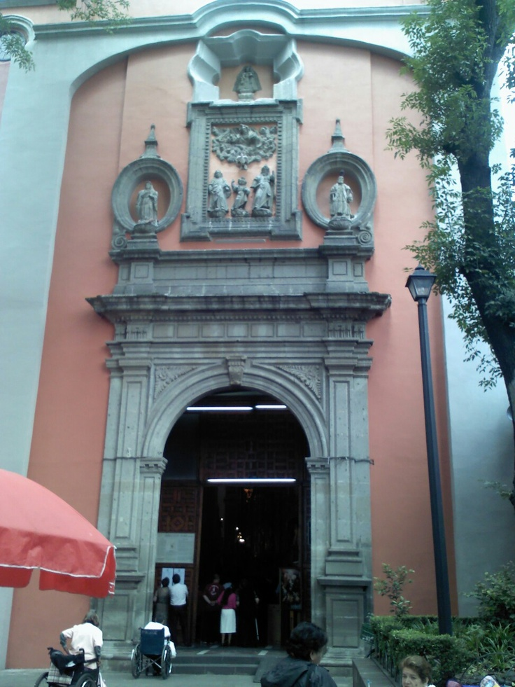 Entrada a templo de San Cosme y Damian D.F.