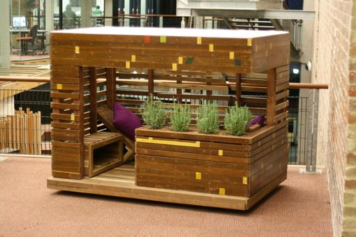 This could easily be replicated using recycled materials.