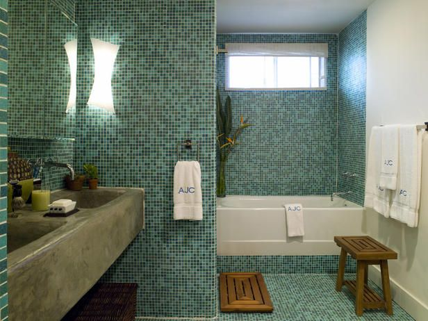 Love the turquoise tiled walls!