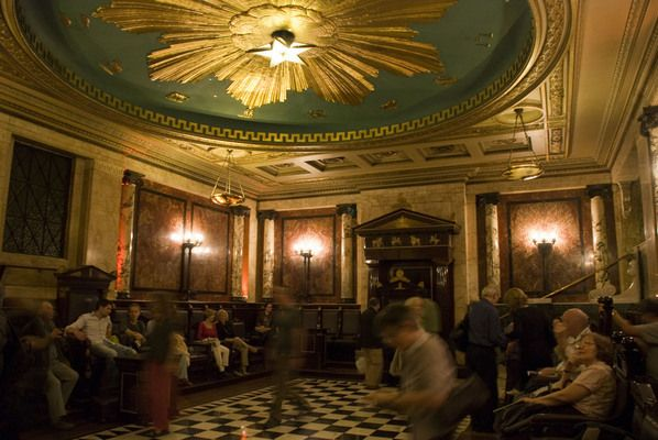 Masonic Lodge at Andaz Hotel | AtlasObscura.com Secret room in a London hotel discovered during renovations. It's a bit like finding an undisturbed Egyptian tomb...