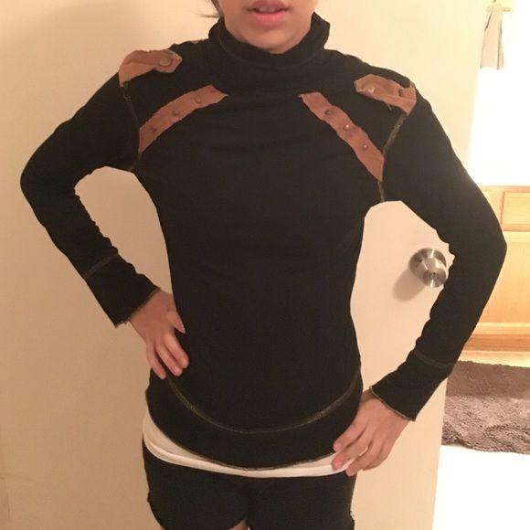 Sweater Light long sleeve top, size 7 fits like a mediun, super cute buttons Tops