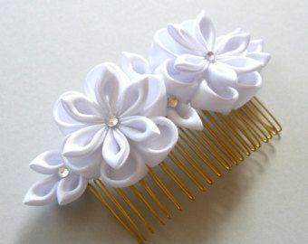 Diadema de flores de tela Kanzashi blanco. Diadema de la por JuLVa                                                                                                                                                                                 Más