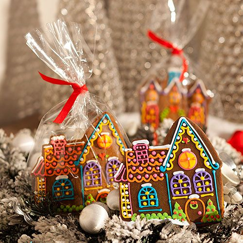 Pretty gingerbread houses all ready for gifting