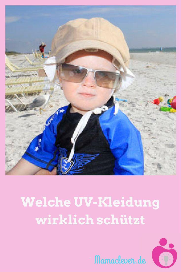 Am besten schützt man kleine Kinder mit UV-Schutzkleidung vor den schädlichen Wirkungen der Sonnenstrahlung. Allerdings wird in Tests immer wieder festgestellt, dass UV-Schutzkleidung nicht hält, was das Etikett verspricht. Das liegt daran, dass Stoffe ihren UV-Schutz verlieren können, wenn sie oft gewaschen wurden oder wenn sie nass sind. Es gibt verschiedene Standards – auf welchen wirklich Verlass ist, erfahrt Ihr hier.