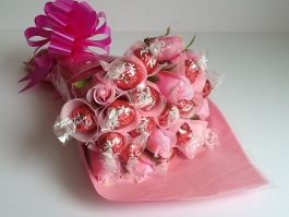 Lindt Lindor Strawberries & Cream Chocolate Bouquet