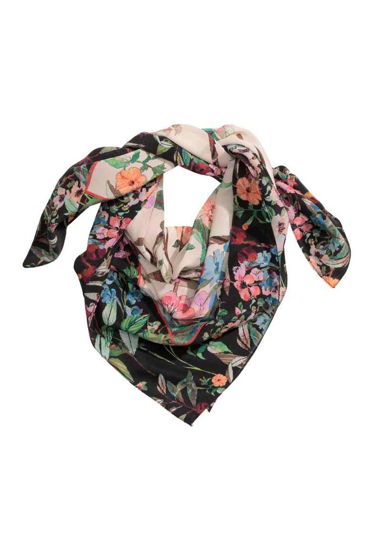 30 Patterned silk scarf: PREMIUM QUALITY. Scarf in an airy, patterned mulberry silk weave. Size 70x70 cm.
