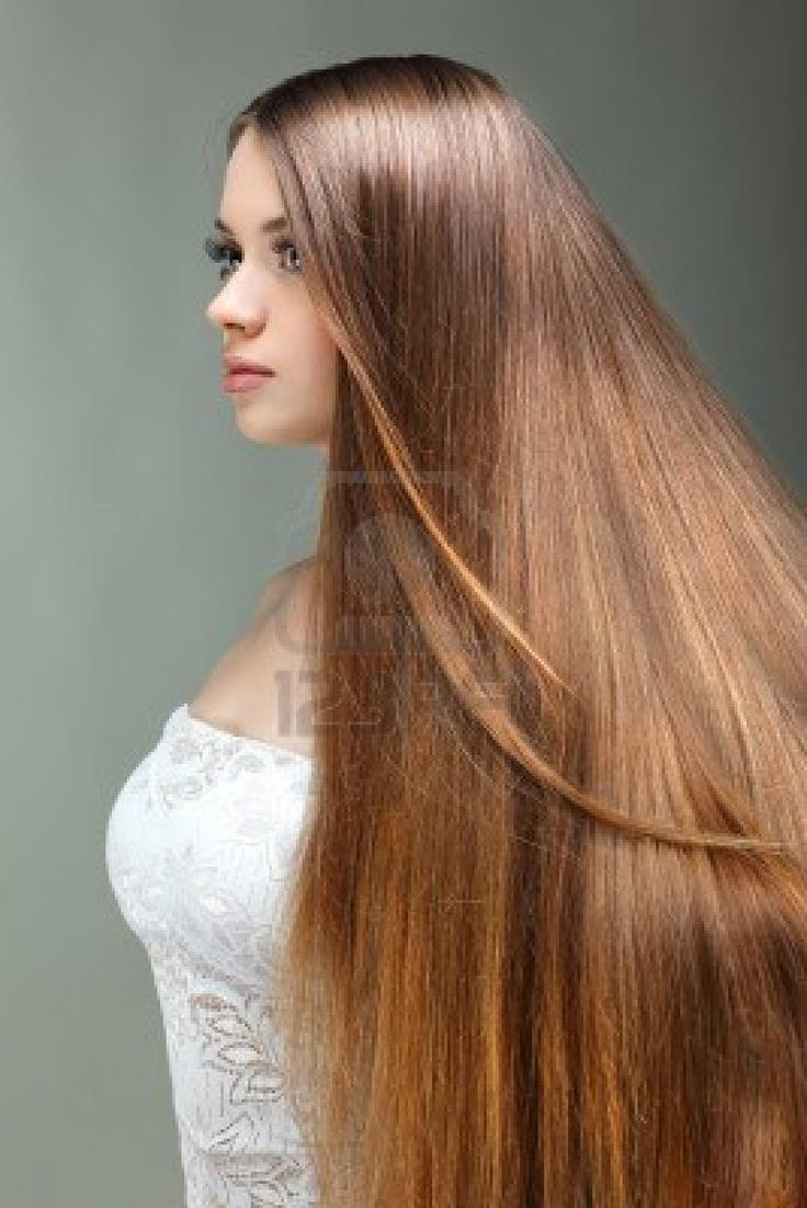 Ritratto di bella ragazza con i capelli lunghi, su sfondo grigio, le emozioni, cosmetici Archivio Fotografico