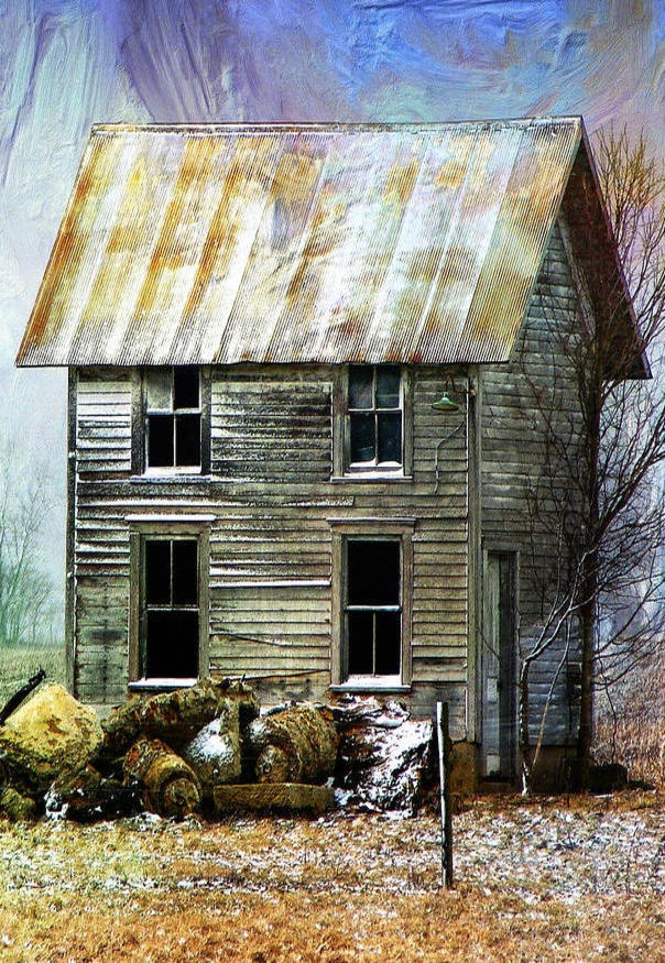 Old farmhouse painting the image kid for Classic house painting