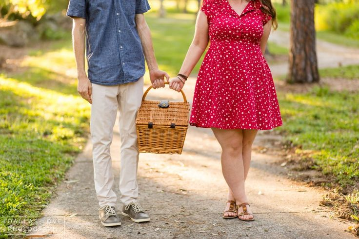 Picnic Engagement Couples Session in the Park: beryl roberts park » Dallas Love Photography
