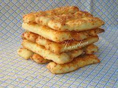 Ove grickalice često spremam za rođendane jer su mnogo ukusni i ima ih dosta.      Potrebno je:  600 gr brašna,250 gr putera ili margarina,...
