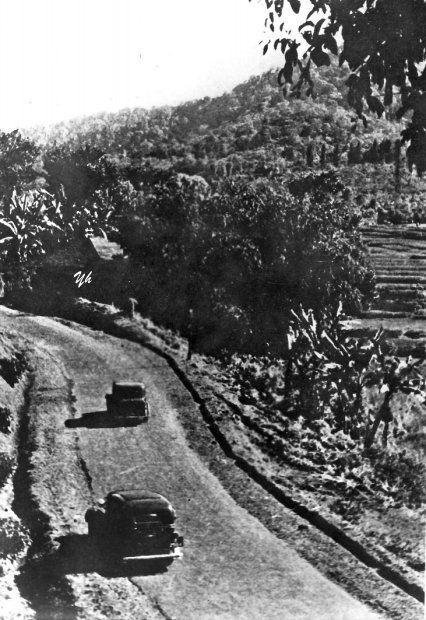 Jalan ke Pangalengan (di selatan Bandung). 1920-1939