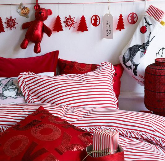 More information and photos about 32 Elegant Christmas Bedroom Decorating  Ideas. 49 best Christmas Bedrooms images on Pinterest   Christmas bedroom