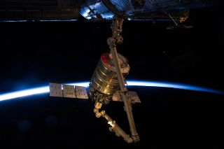 今月14日にアンタレス・ロケットで打ち上げられたシグナス補給船運用2号機(Orb-2)が16日、国際宇宙ステーション(ISS)に到着した。