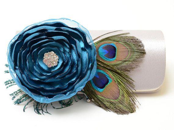 * Mariée embrayage * embrayage demoiselle dhonneur * Bouquet embrayage * Peacock Feather embrayage * strass  ~ Peacock Feather Bridal embrayage ou embrayage de demoiselle dhonneur en argent avec une belle strass incrustés Dark Teal fleur fleur ~  * CET EMBRAYAGE EST SUR COMMANDE ET NEST PAS LIVRÉ IMMÉDIATEMENT * ~ ~ ~ ~ ~ ~ ~ ~ ~ ~ ~ ~ ~ ~ ~ ~ ~ ~ ~ ~ ~ ~ ~ ~ ~ ~ ~ ~ ~ ~ ~ ~ ~ ~ ~ ~ ~ ~ ~ ~ ~ ~  Ce magnifique baiser-lock snap embrayage est laccessoire parfait pour tout spécial occasion, bal…
