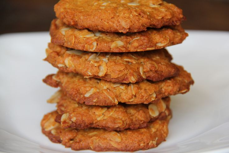 ANZAC BISCUITS - Hungry Tums